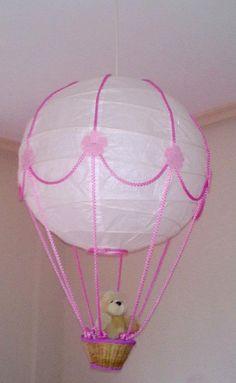 WIP-DIY. Lampara globo para el cuarto de mi hija! Me ha costado en total unos 15€. Lampara de papel de ikea y materiales de merceria.