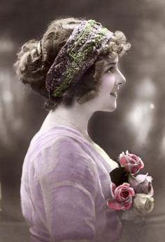 Belle photo teintée montrant boucles de l'ère victorienne.