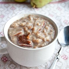 Overnight Spiced Vanilla-Pear Oatmeal by sweettreatsmore: Just put everything into the crock pot right before you got to bed and when you wake up, not only will your house smell like heaven, but breakfast will taste like it too. #Oatmeal #Pear #Overnight