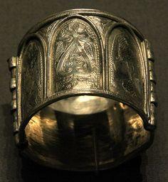Kiev hoard 1075-1125 British Museum  Gorgeous Rusalki bracelet with the Krin motif