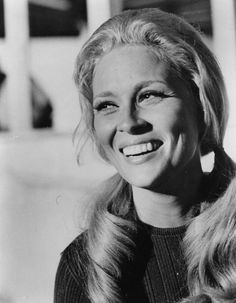 A happy and smiling Faye Dunaway