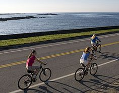 Whether exploring bustling downtown corridors throughout Newport and Bristol County or the bucolic vistas afforded by the East Bay Bike Path, outdoor enthusiasts can enjoy the best of both worlds here.