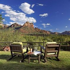 We cannot get enough of the L'Auberge de Sedona. Located in the red rock mountains of Arizona, a quiet escape is just what we needed on this Tuesday afternoon.