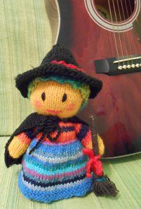 Papusa Vrajitoare - model tricotat www.camillestudio.wordpress.com