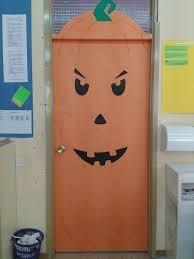 Halloween doors on pinterest halloween front door decor for Puertas de halloween decoradas