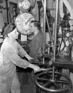 Unidentified engine-room personnel of an unidentified merchant ship, Halifax, Nova Scotia, Canada, 29 November 1942. Lt George A. Lawrence / Canada. Dept. of National Defence / Library and Archives Canada / PA-106533.