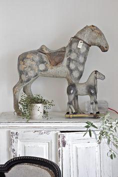 stunning toy horses