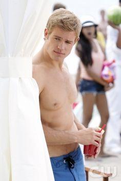 Shirtless Teddy ;) - Trevor Donovan - 90210