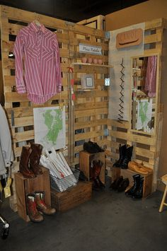 craft display with pallets for the boutique