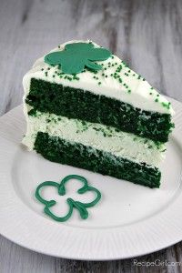On the #SundaySupper menu Green Velvet Cheesecake Cake ~soooo pretty!