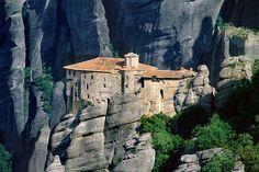 Google Image Result for http://2.bp.blogspot.com/-RMxquJlY2YA/TaqKK6vxXLI/AAAAAAAABoo/hqI3fF42-hQ/s1600/2008-05-02_072329_Monasterio_en_Meteora_Grecia.jpg