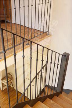 R nover le sous sol on pinterest basement living rooms basements and built ins - Decoration rampe escalier ...