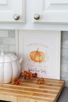 This farmhouse style pumpkin season printable is perfect for any fall decor. Cute for a fall kitchen or dining room. . #pumpkinseason #pumpkins #freeprintables #fallprint #falldecor #falldecorating