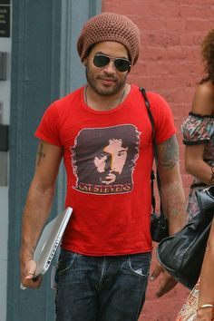 Lenny Kravitz wearing Cat Stevens Tee and carrying a Macbook- Love it!