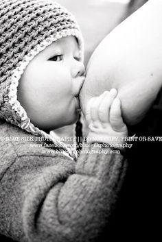 Beautiful breastfeeding photography <3