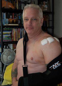 shoulder surgery - just got home    http://www.butik21.dk