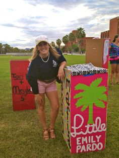 Big with her box before reveal #bigandlittle #reveal #tridelta #deltadeltadelta #lilly