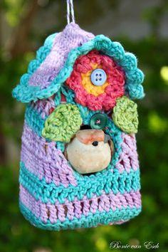 Living life creatively...: Crochet: Bird House