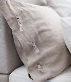 Luxurious linen.  LINBLOMMA bed textiles are made of linen – a natural fabric that'll keep you comfy all night (and morning.)