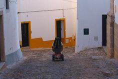 Evora con silla de ruedas en #Portugal, otra localidad complicada pero tremendamente bella