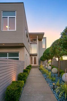 How's this for a stunning walkway? The shrubbery is a great extra touch. Seattle, WA Coldwell Banker BAIN