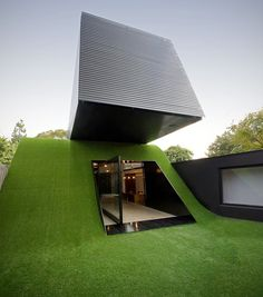 Australian architect Andrew Maynard brought the hill to this cool raised house near Melbourne - a region that is known for being largely flat. This artificial mini mountain raises the home to new heights - literally and architecturally speaking.
