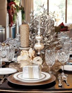 Christmas Table in Silver and Gold