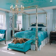 I would paint a room this color - and I want this room!