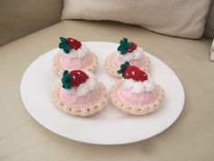 4 x hand knitted strawberry cakes/tarts -  food