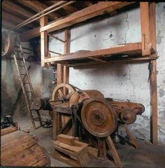Fábrica de Lana (Vielha en el Valle de Aran) El Diablo: Servía para abrir los copos de lana. Los copos se disponían en la entrada de la máquina, previamente habían sido remojados con aceite de baja calidad, que los rompía, abría y separaba.