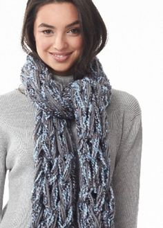 Textured yarn   Arm Knit Swift Scarf = A fun and totally customizable way to style your fall outfit.