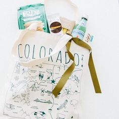 It's been a busy busy time and so the posts have been limited but all for good reason. Wedding season is here and welcome gifts are in…Colorado Bag by Maptote.
