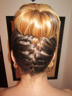 Moño y trenza french braids, fashion ideas, bridesmaid hair, sockbun, braid sock bun, wedding hairs, fashion looks, bun style, sock buns