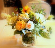 More simple wedding floral centerpieces.