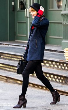 Taylor Swift looks New York chic in this super cute look!