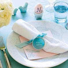 Pastel pink and blue are a lovely color scheme for #Easter brunch. More easy Easter centerpieces: http://www.bhg.com/holidays/easter/decorating/easter-table-setting-ideas/?socsrc=bhgpin021113pinkblueeaster=10