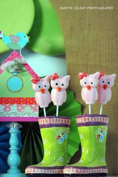 Chocolate lollipops at an Owl Party #owl #partycandy