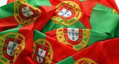 Bandeira de Portugal com os tradicionais castelos