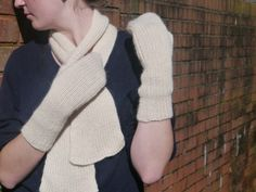 Eve Gloves knitting