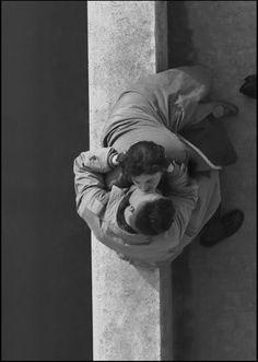 Couple, Quai du Louvre,  Paris 1955  Frank Horvat