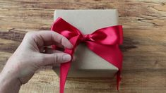 Holiday season is coming up. Check out this video tutorial for how to tie the perfect bow @LiaGriffith.com #giftwrapping #holidayseason #wrappingideas #howtotieabow