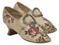 Antonia wears shoes similar to these when attending the Roxton regatta. AUTUMN DUCHESS
