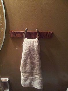 Horseshoe towel holder horse barn diy, diy horseshoe crafts, diy rustic bathroom decor, country bathrooms, horsesho towel, diy towel holder, diy horseshoe decor, hand towels, barn wood