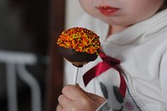 Cake POPS for children or the Young at Heart, great idea for an original birthday cake !! pictorial on DIY enjoy :)