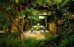 Of the Page/Duke design philosophy, partner Gavin Duke says: We like to use trees to form a canopy; which would create an outdoor room. Patio Design, New Orleans, Architects, Secret Gardens, Romantic Dinners, Duke Landscap, Courtyard Gardens, Outdoor Room, Courtyards