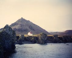 Little house on the water / Iceland