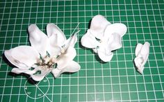 How to make a model. Plastic Spoon Rose Pendant - Step 3