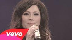 kari jobe I am not alone live - YouTube