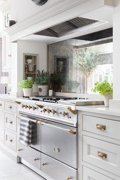 Organizing Your Kitchen with Humphrey Munson