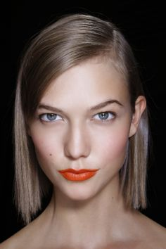 How to get summer's awesome bright orange lip look // #beauty #makeup #lips #karliekloss